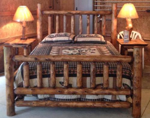 Full Cedar Log Traditional Bed