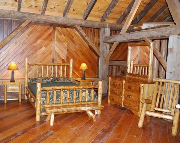 Queen Cedar Log Traditional Bed